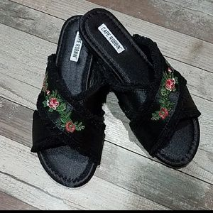 Shoes - Black floral fringe slides flats NWT !